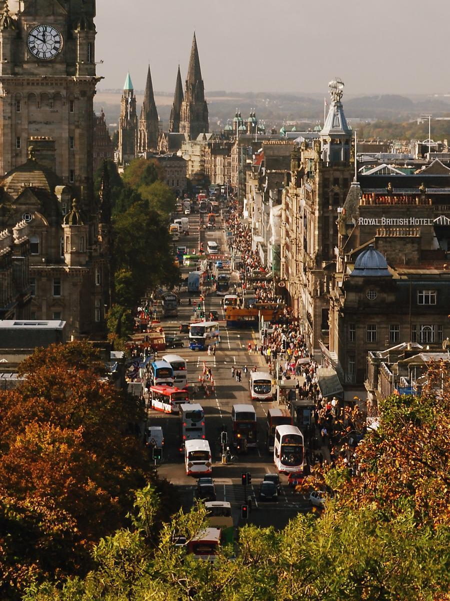 Click image for larger version  Name:Edinburgh Princes Street 11-10-08.jpg Views:2 Size:238.9 KB ID:2519